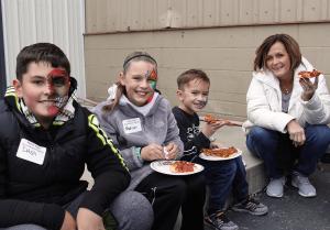 meyer-tool-open-house-family-eating