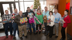 b105-toys-for-tots-meyer-tool-2018-group-shot